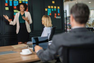 boss-brainstorming-business-1093913